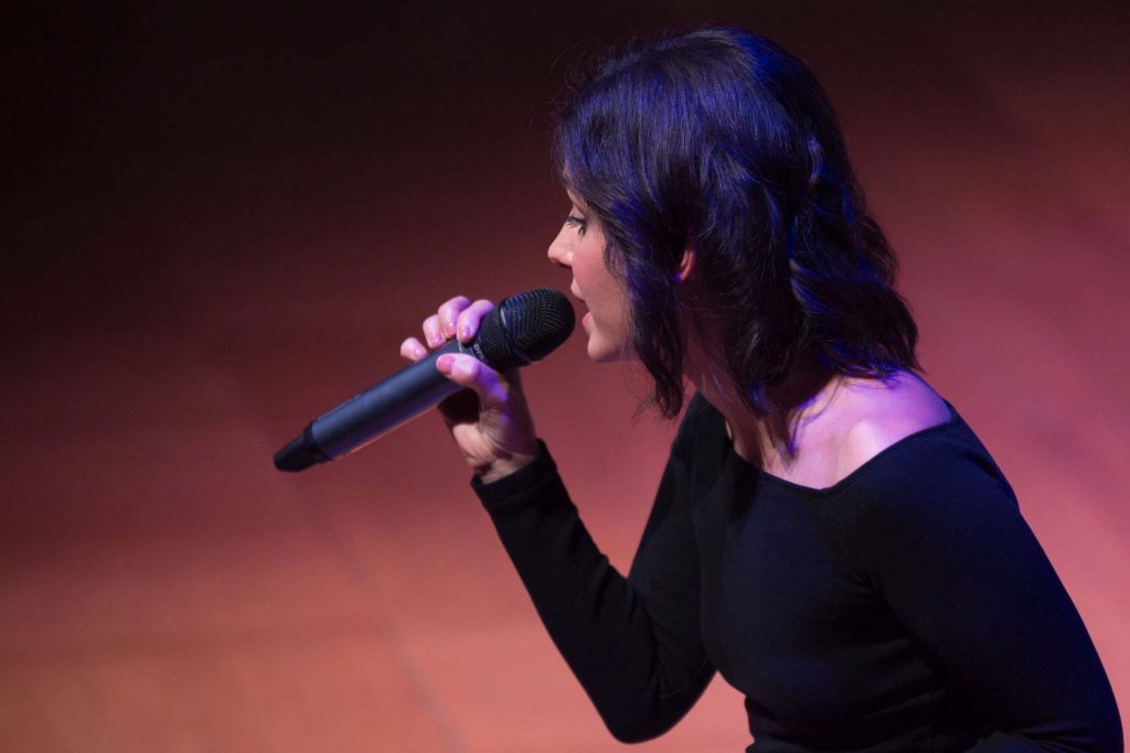 Katie Melua with DPA d:facto™ Vocal Mic