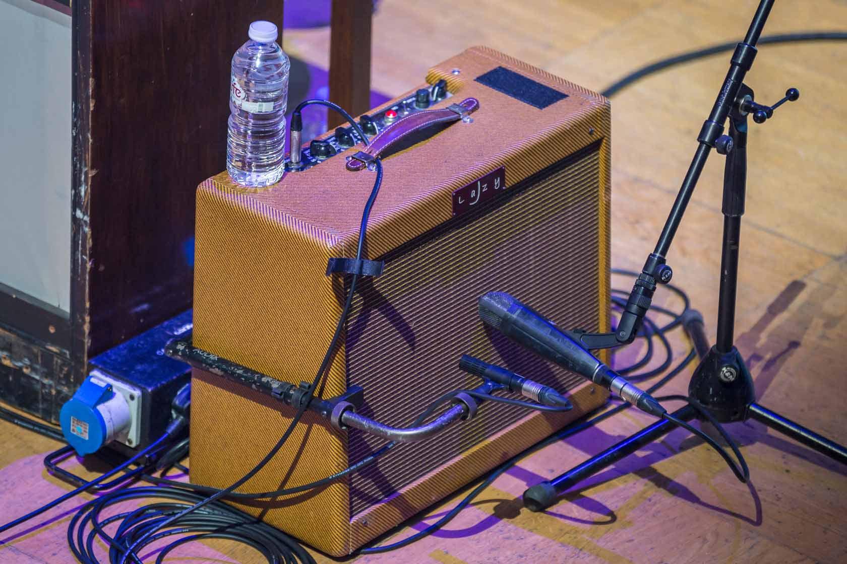 DPA d:dicate™ 2011C on Guitar Amp